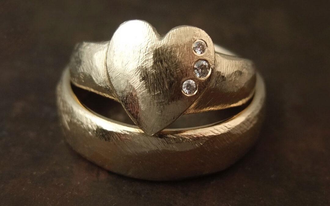 Rustikke ringe, hendes med hjerte og diamanter