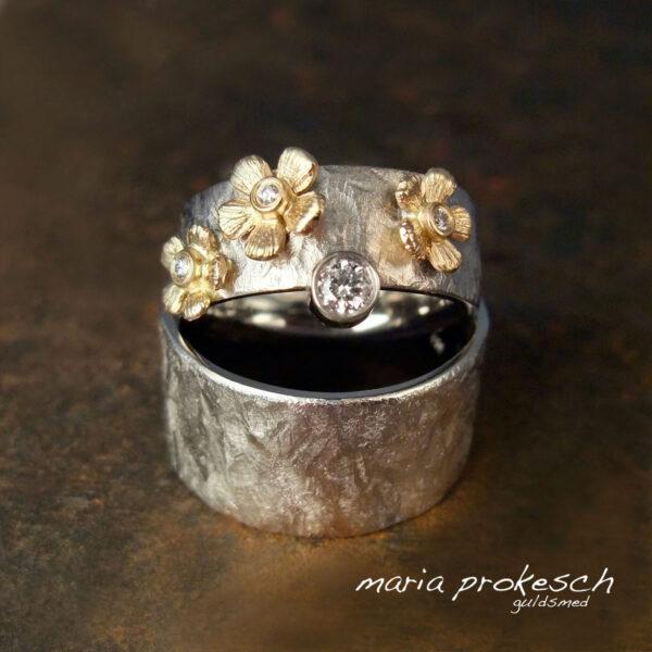 Ruflet hvidguld med blomster og sten