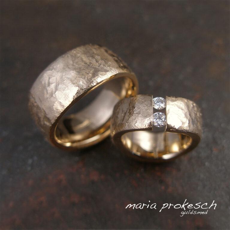 Eksklusive bredde ringe med to svævende diamanter