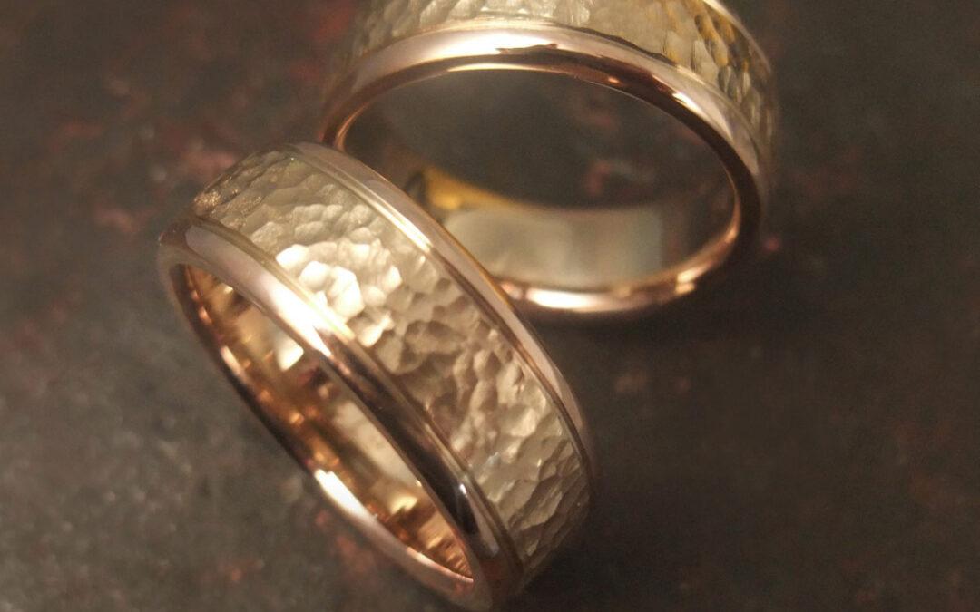 Rustik blanding af gult guld med blankt rosaguld