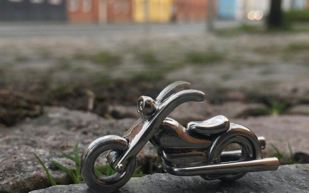 Håndlavet unik motorcykel nøglering i sølv