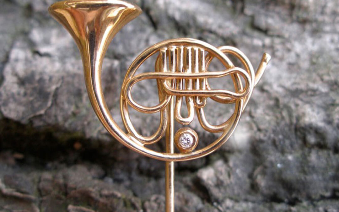Waldhorn håndlavet reversnål i guld