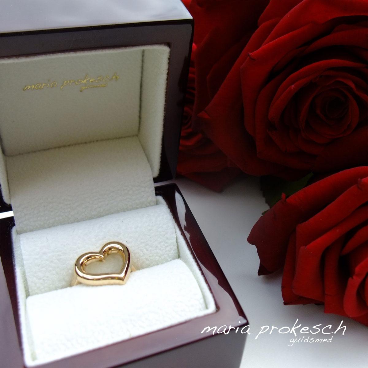 Guldring, lækker frierring med åbent asymmetrisk hjerte i guld. Håndlavet