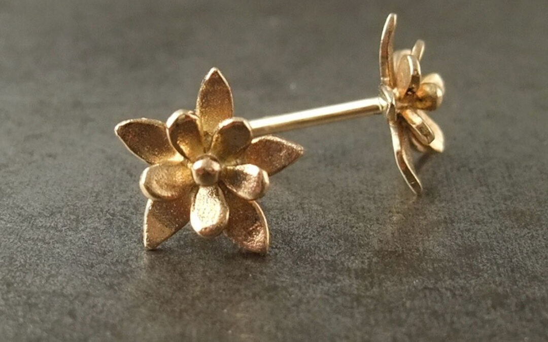 Blomster ørestikkere, dobbelt blomst, 18 kt guld