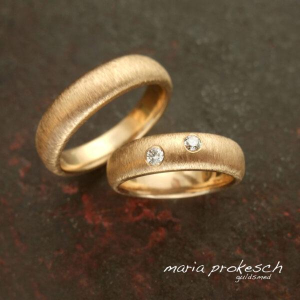 Klassiske ringe med diamant matteret overflade